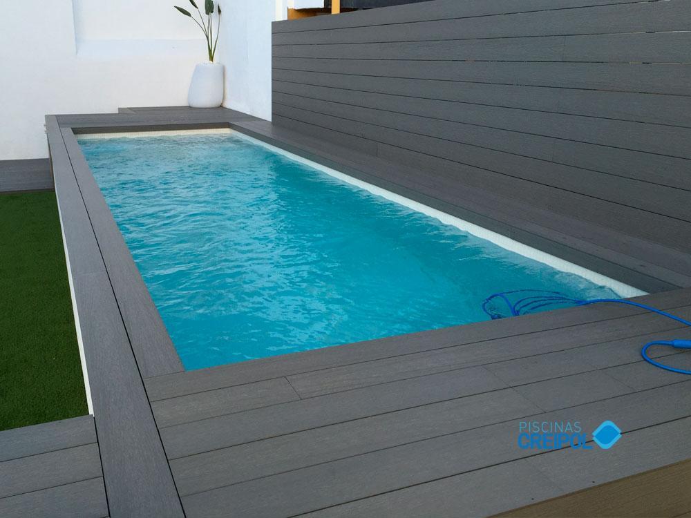 Piscina fibra piscina elevada de obra madera y gressite a for Piscinas fibra baratas