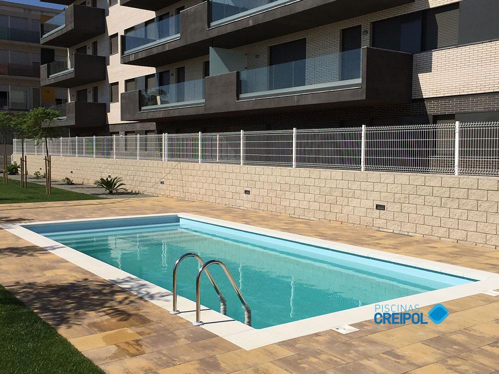 De piscinas barcelona with de piscinas barcelona latest for Piscina municipal sitges